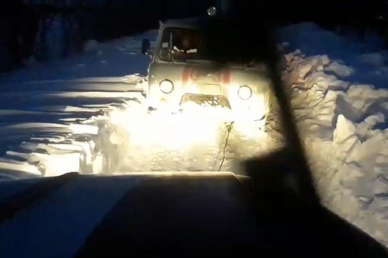 Минулої доби надзвичайники здійснили понад півтора десятка виїздів, аби допомогти вибратися зі снігового полону людям на автівках