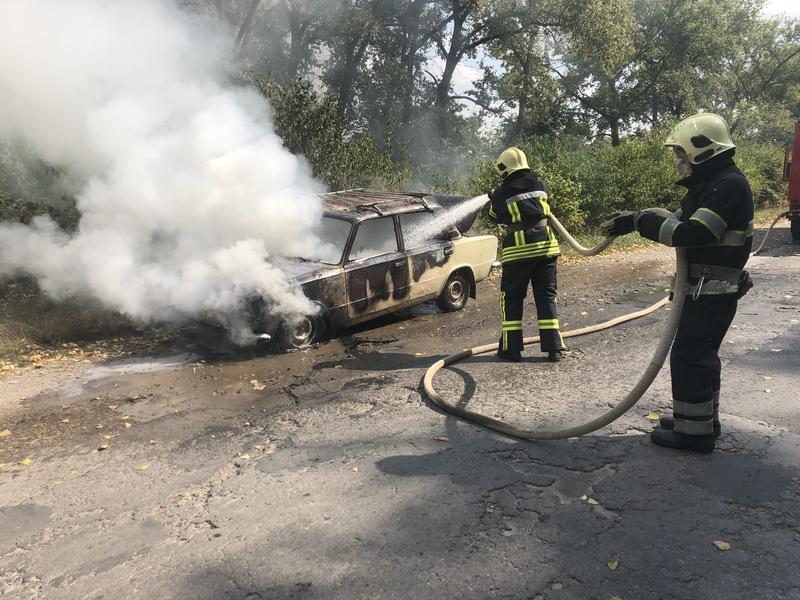 У Чемеровецькому районі автівка загорілася під час руху