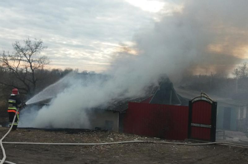 Вчора загорілася допоміжна споруда у селі Руда Кам'янець-Подільського району