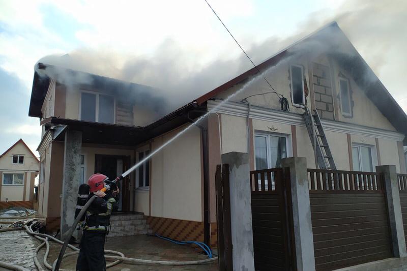 Вогнеборці ліквідували пожежу житлового будинку у Дунаївцях