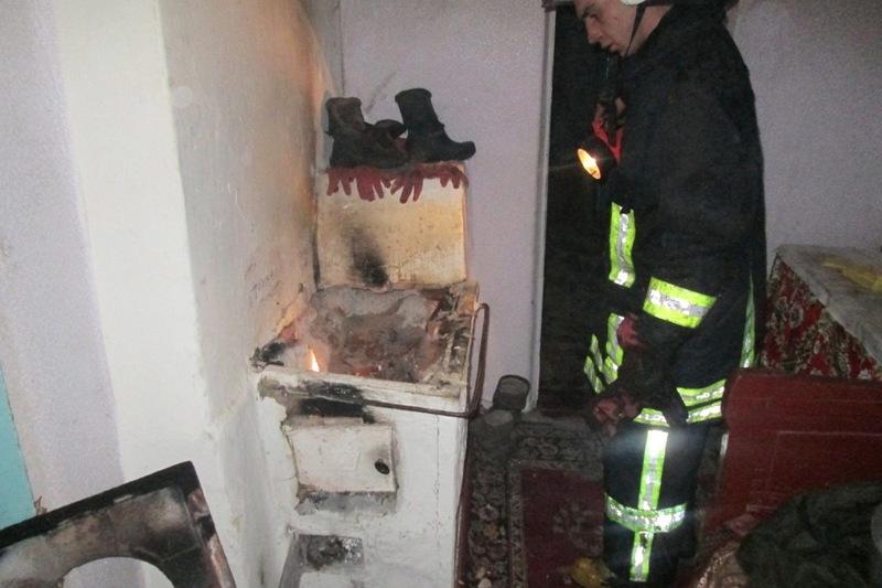 У Теофіпольському районі зайнялося від печі