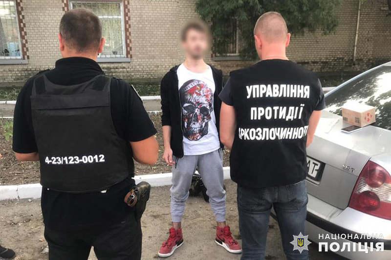 Під час огляду у жителя райцентру Чемерівці працівники поліції виявили посилку з амфетаміном