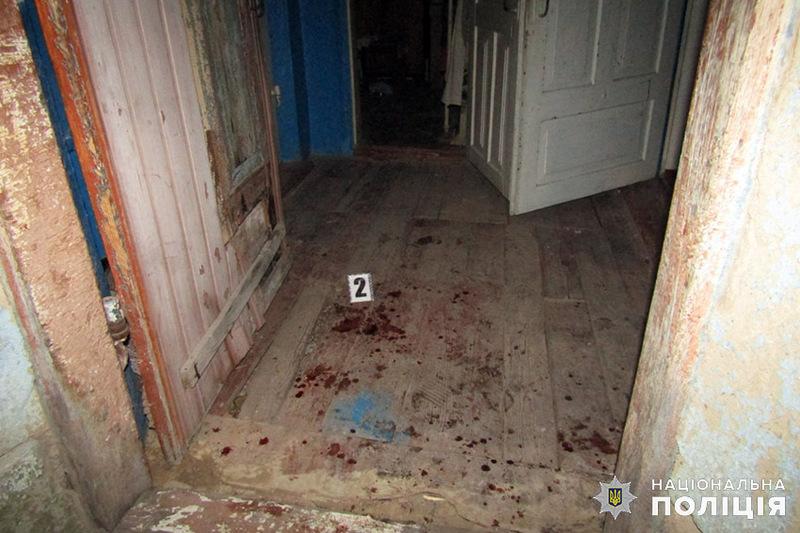 На Хмельниччині поліцейські за підозрою у замаху на вбивство односельця затримали 52-річного чоловіка