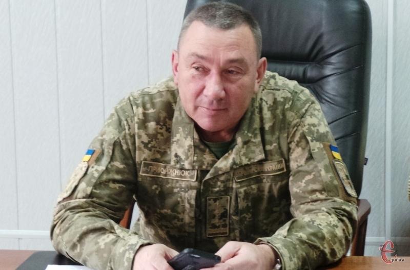 Комісар Сергій Присяжнюк розповів, що додатковий призов оголошений у зв'язку з тим, що є брак військових саме на базах та складах області. Фото: Вадима Василишина