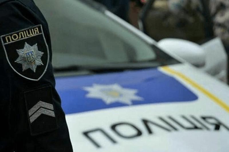 На Хмельниччині патрульним довелося розпочати переслідування і застосувати зброю, щоб зупинити таксиста-порушника