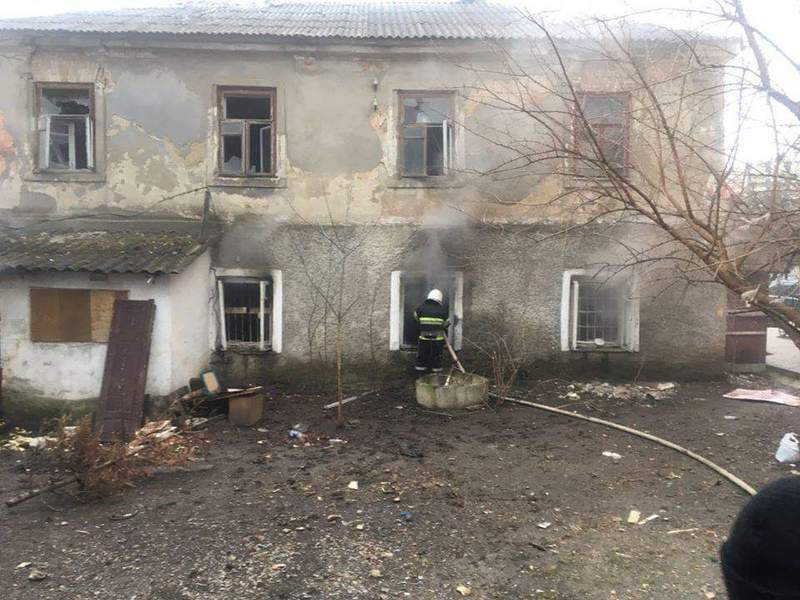 В Кам'янці-Подільському будинок горів через необережність під час паління