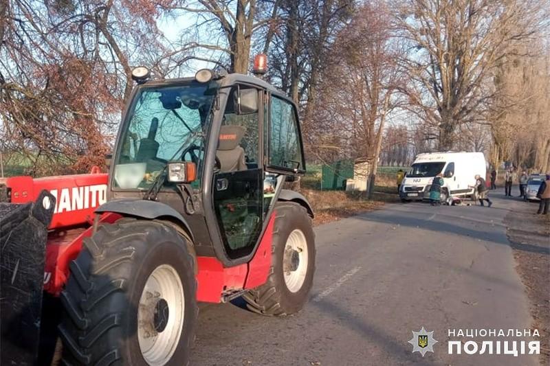 У Шепетівському районі поліція з'ясовує обставини загибелі 6-річного хлопчика, який потрапив під колеса трактора
