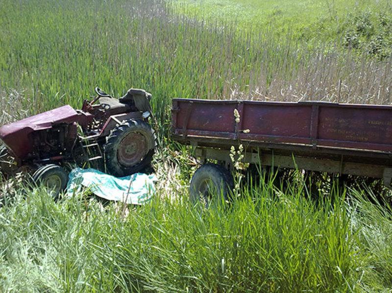 Трактор перекинувся в полі