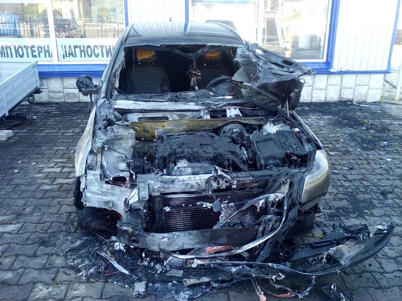 У Шепетівці, за попередньою версією, хтось підпалив автомобіль Опель