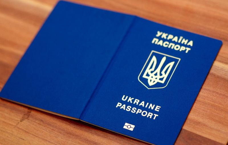 Паспорти одних громадян обвинувачувані перероблювали для інших