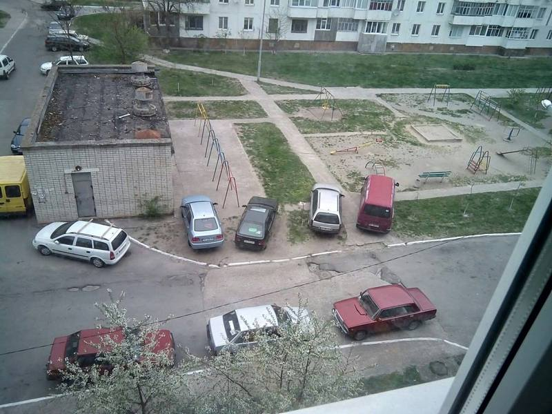 Боротьбу з любителями паркуватися на газонах ведуть одразу в двох містах