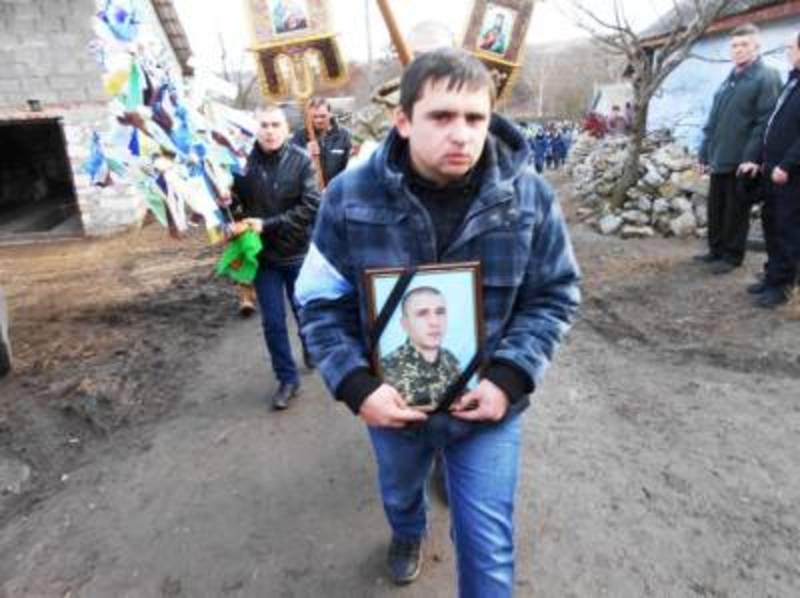 Бійця поховали в рідному селі