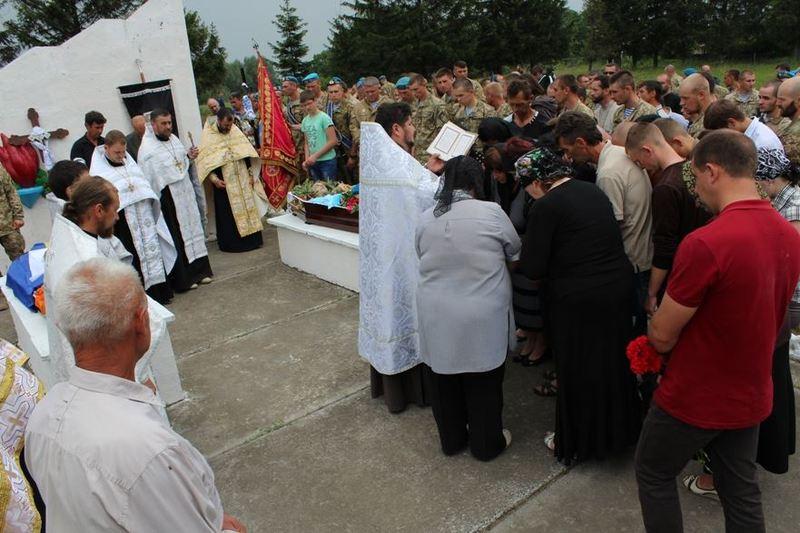 На Красилівщині попрощались із молодим захисником