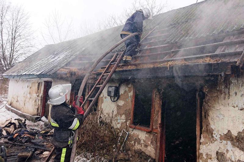 Ймовірною причиною трагічної пожежі на Красилівщині називають необережність під час куріння