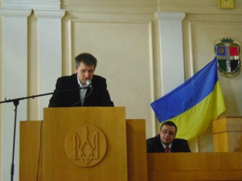 Тепер на Шепетівську райдержадміністрацію очолює 33-річний хмельничанин В'ячеслав Петров