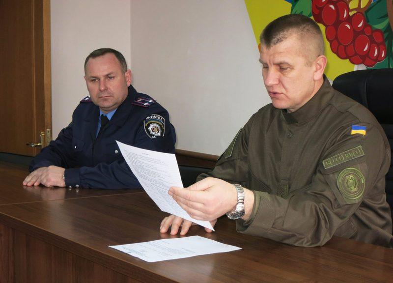 Відтепер хмельницькими поліцейськими керуватиме Володимир Калашнік (ліворуч)