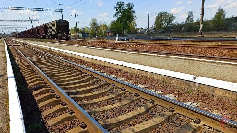 До врегулювання ситуації поїзди їхатимуть через станції Волочиськ та Славута-1 без посадки пасажирів