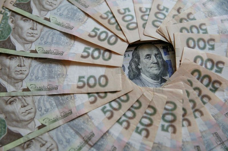 Під час обшуків правоохоронці вилучили понад пів мільйона гривень готівкою