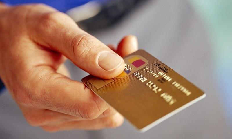 Шахраї продовжують виманювати дані, завдяки чому потім крадуть гроші з банківських карток