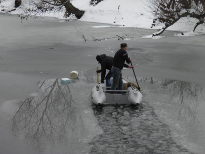 Тіло з річки витягли рятувальники