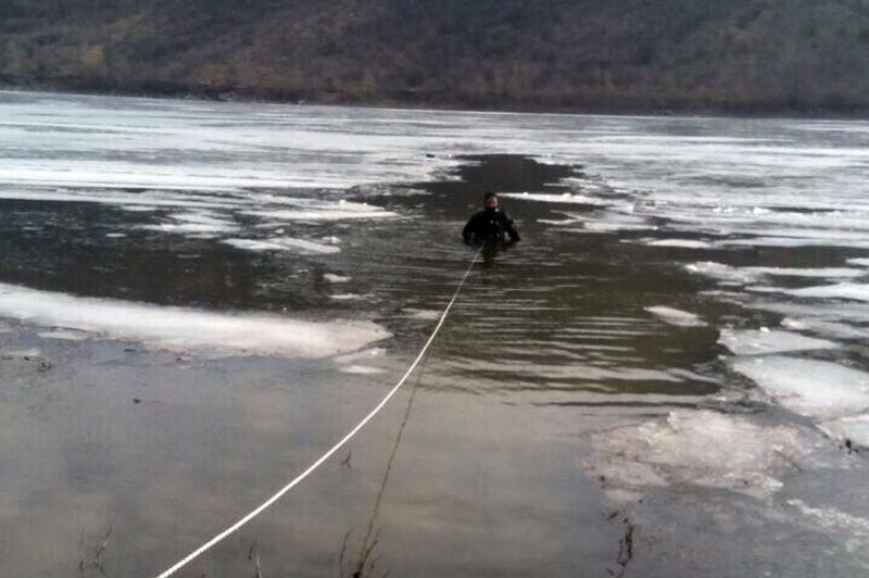 Рятувальники-водолази дістали з водойми тіло 56-річного чоловіка