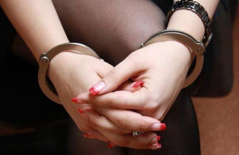 На Хмельниччині молода жінка відповідатиме за збут наркотиків