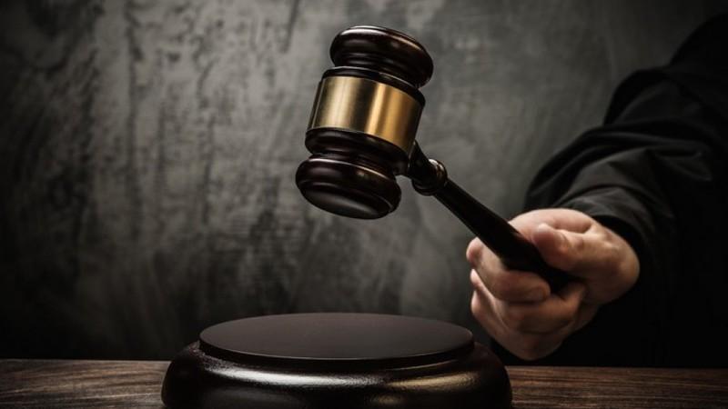 На Хмельниччині судитимуть жінку, яка під час сімейного конфлікту вбила свого співмешканця