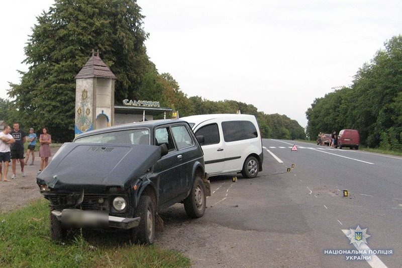 Дорожньо-транспортна пригода сталася неподалік села Самчики Старокостянтинівського району