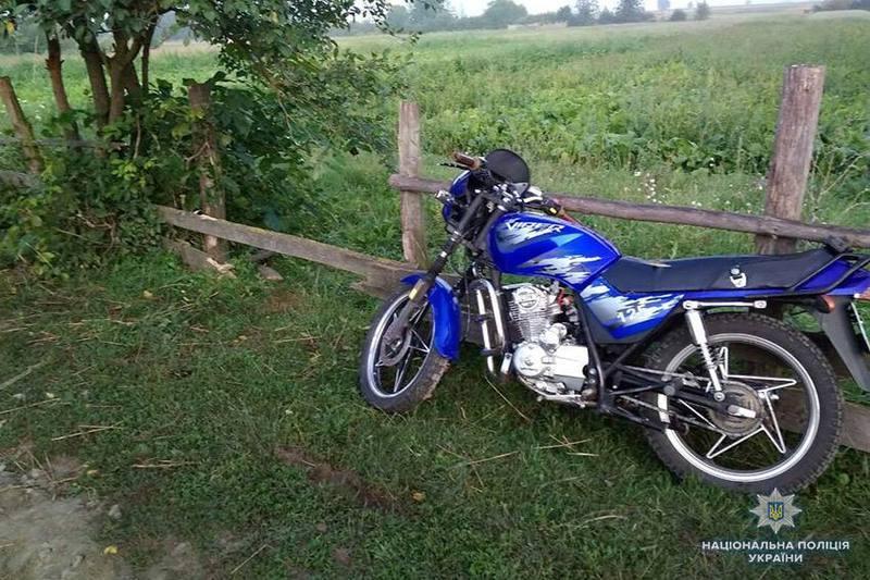 Мотоцикліст не впорався з керуванням та впав