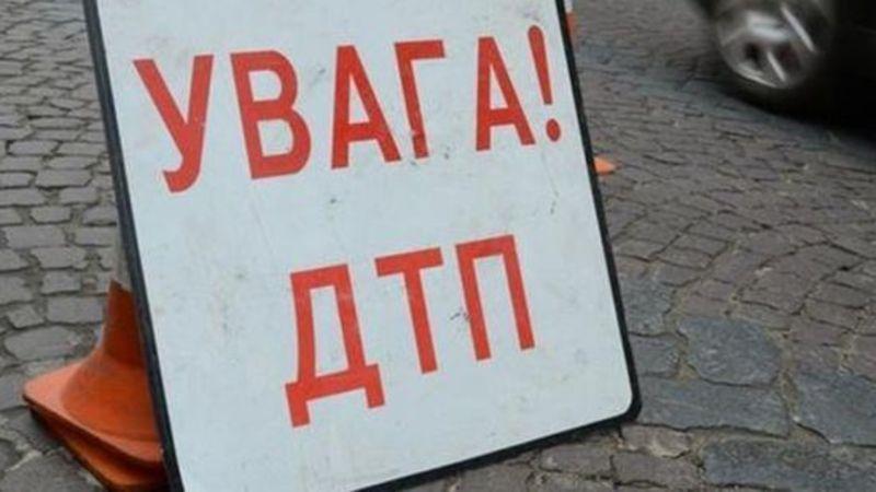 На Хмельниччині в ДТП загинув чоловік, ще двоє людей травмувалися