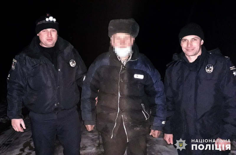На Хмельниччині поліцейські оперативно розшукали зниклого 81-річного пенсіонера, який заблукав у лісі