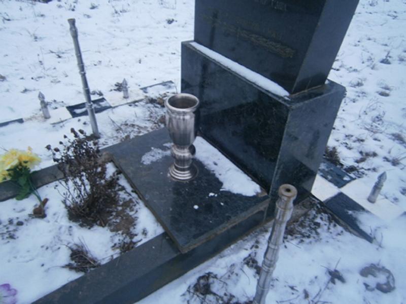 Більшість могил зловмисники просто пошкодили