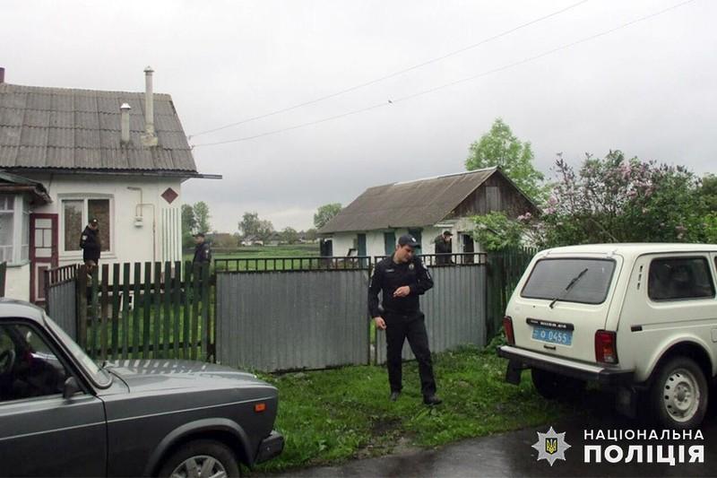 На Хмельниччині поліцейські оголосили про підозру чоловікові, який убив свою співмешканку