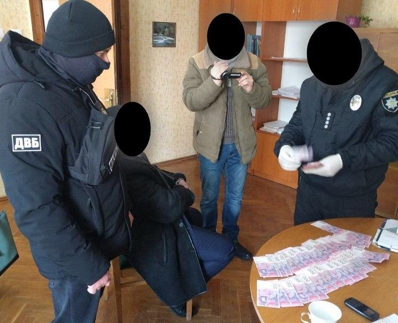 Оперативники затримали хабародавця під час передачі неправомірної вигоди
