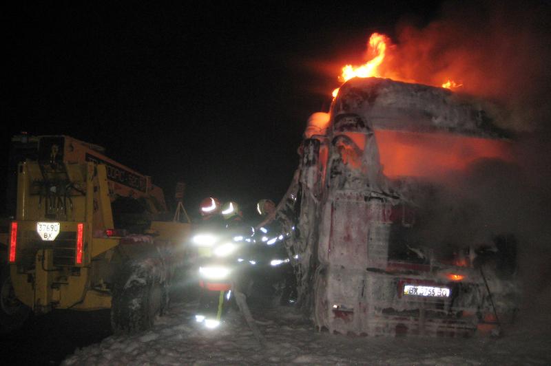 Що стало причиною загорання двох вантажівок у Білогір\'ї, ще встановлюють