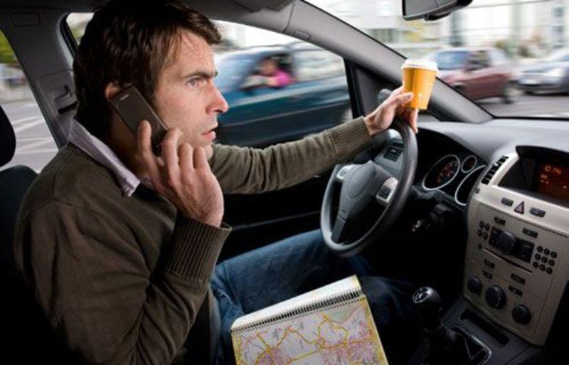 Якщо розмова по мобільнику призведе до аварії, штраф може збільшитися до 850 гривень