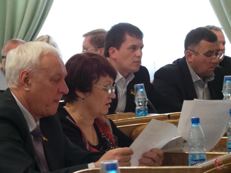 Депутати, яких зареєструвалося на сесії аж 82, проголосували за звільнення трьох керівників медичних закладів області.