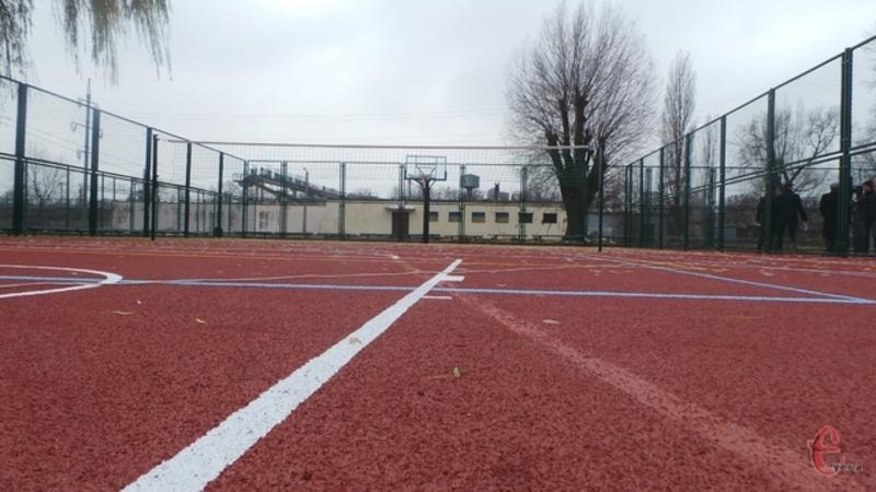 Проект має передбачати можливість будівництва чи модернізації майданчиків, що дозволять займатися щонайменше чотирьома видами спорту