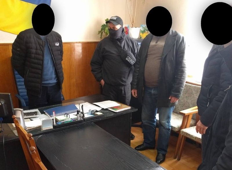 Аби уникнути відповідальності за керування транспортним засобом у стані алкогольного сп'яніння чоловік намагалась підкупити поліцейського