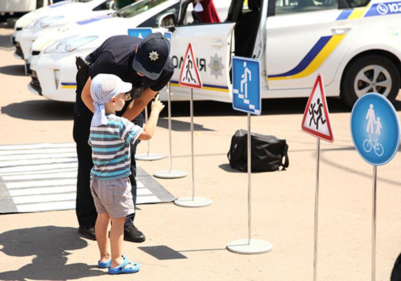 Безпека на дорогах — це сфера відповідальності не тільки поліцейських, а й, в першу чергу, самих громадян