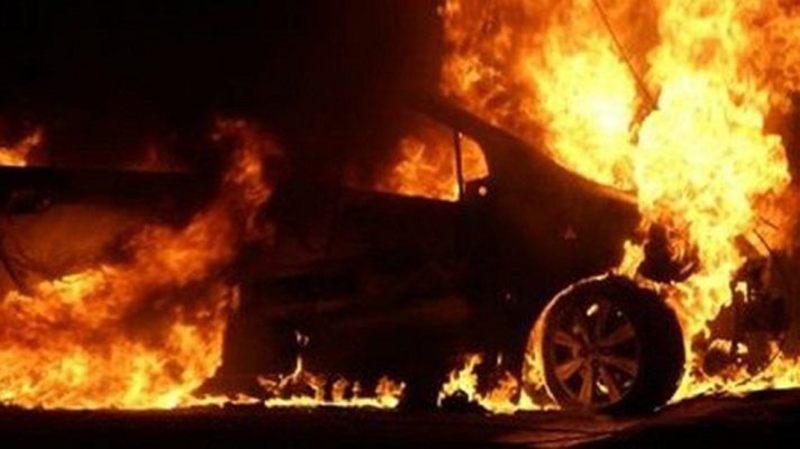 Причини пожежі автомобілів ще встановлюють