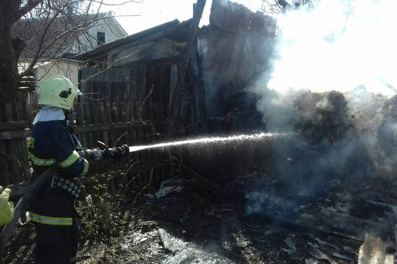 За минулу добу вогнеборці Хмельниччини ліквідували 5 пожеж в житловому секторі
