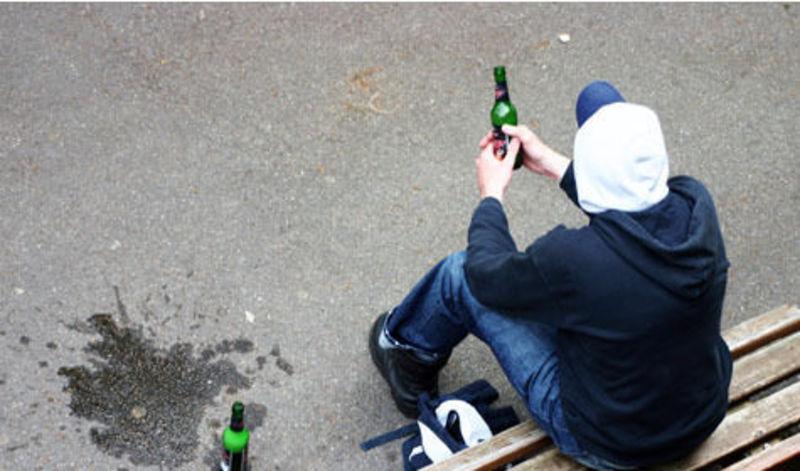 Попри заборону неповнолітнім продають спиртне