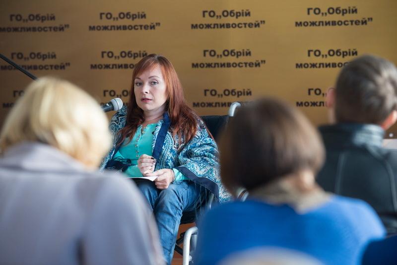 Серед спікерів була й Оксана Радушинська, керівник ГО Творча сотня Рух до перемоги, відома письменниця та волонтер