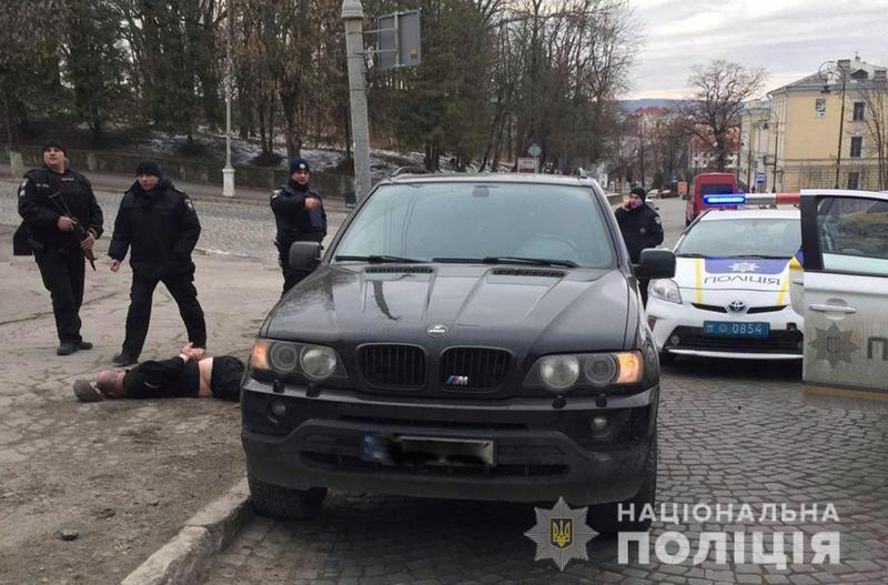 У Кам'янці-Подільському поліцейські затримали групу вимагачів з Чернівців