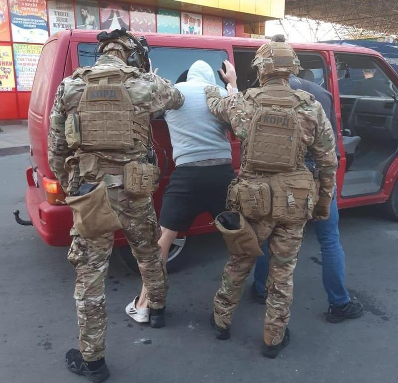 Громадянин під погрозами та застосуванням фізичного впливу мав віддати 350 тисяч гривень неіснуючого боргу