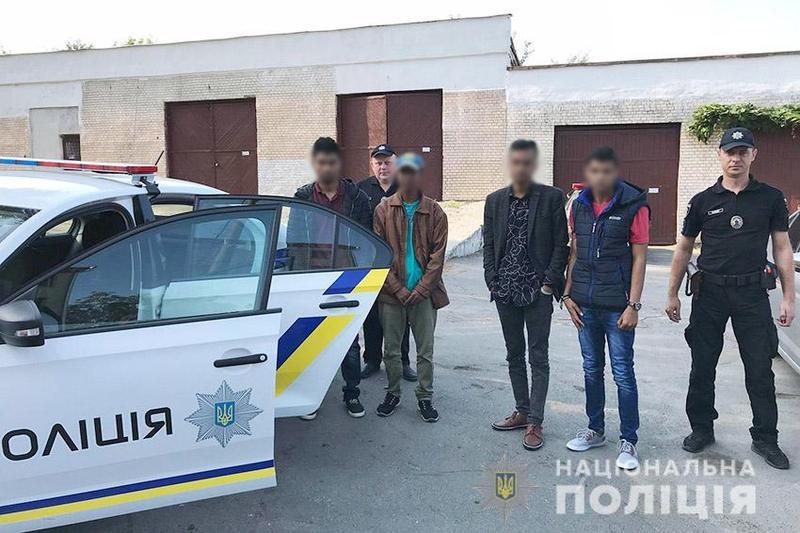 На Хмельниччині працівники поліції виявили чотирьох нелегалів з Бангладешу