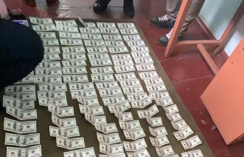 Сільський голова отримав 15 тисяч доларів