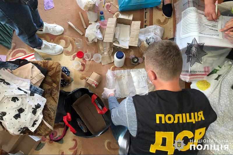 На Хмельниччині поліцейські викрили групу, яка займалась виготовленням та збутом амфетаміну