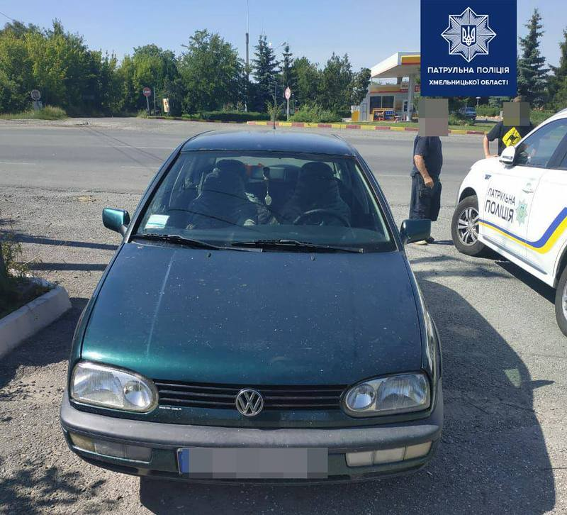 Поліція  зупинила водія за порушення правил дорожнього руху і виявила документи з ознаками підробки